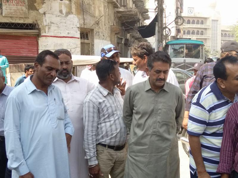 DMC South Chairman Malik Fayyaz visit Punjabi Club and kharadar about sewerage problems